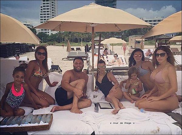 . o2/o7/2o16 : Kourtney, Mason, Penelope & Reign sont allés à « La Plage » - à Miami. ● Kourtney porte des Lunettes Celine à 250¤ & un Maillot de Bain La Perla à 555¤.  ● Penelope porte un Maillot de Bain Kai-Lani à 80¤.  .