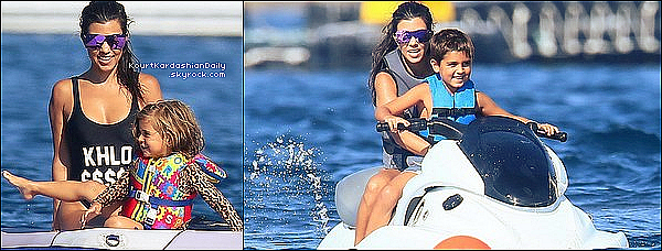. o7/o9/2o16 : Kourt,ses enfants, Kris & Corey étaient sur un « Yacht » - à Saint-Tropez. ● Kourtney porte un Maillot de Bain Full Tilt à 20¤ & un Sac Gucci à 205¤ puis des Lunettes Chanel à 245¤ & un Maillot de Bain Private Party.  .