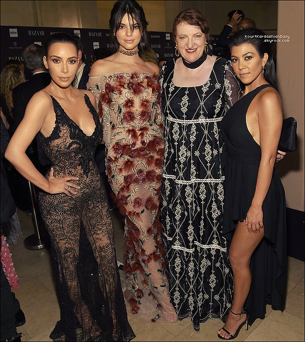 ". o9/o9/2o16 : Le soir, Kourtney, Kim & Kendall sont allées au « Harper's Bazaar's Celebration of ""ICONS By Carine Roitfeld"" » qui se déroulait à « The Plaza Hotel » - à New-York. ● Kourtney porte une Robe Anthony Vaccarello à 3590¤ & des Escarpins Stuart Weitzman à 375¤.  ."