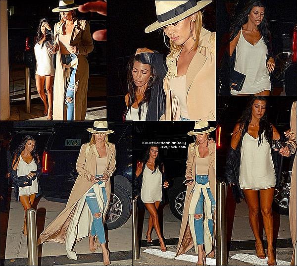 . 13/o9/2o16 : Le soir, Kourtney & Khloé sont allées « Dîner au Restaurant ». - à Miami. ● Kourtney porte une Veste RTA, un Top Alexandra Dress à 200¤ & des Escarpins Yeezus.  .