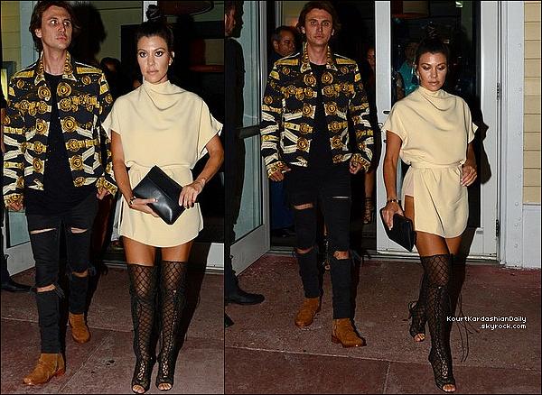 . 15/o9/2o16 : Le soir, Kourtney, Khloé, Kim, Kanye & Jonathan sont allés dîner à « Prime 112 Restaurant ». - à Miami. ● Kourtney porte une Pochette Celine & des Bottes Tom Ford.  .
