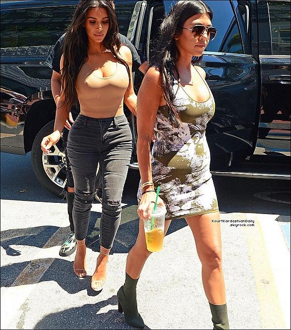 . 16/o9/2o16 : Enfin, Kourtney & ses Soeurs sont allées au « Concert de Kanye West ». - à Miami. ● Kourtney porte une Pochette Celine & des Bottes Tom Ford.  .