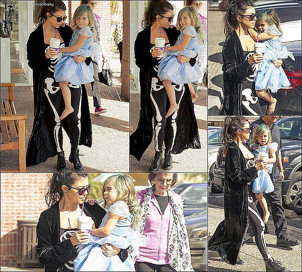 .  31/1o/2o16 : Kourtney a emmené Penelope à « Color Me Mine » - à Calabasas. ● Kourtney porte des Lunettes Yves Saint-Laurent à 300¤, un Manteau ALC à 950¤ & des Bottes Yves Saint-Laurent à 595¤.  .