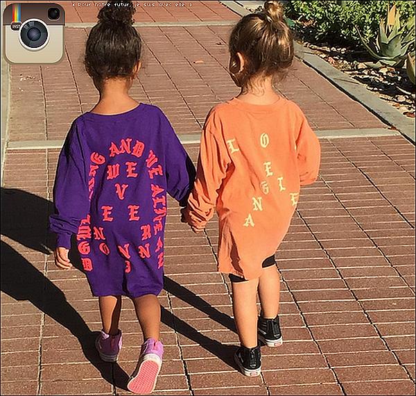 .  o8/11/2o16 : Kourtney est allée « Voter pour les Elections Présidentielles » - à Los Angeles. ● Kourtney porte une Casquette Yeezus à 15¤, une Sac Hermès à 8100¤ & des Baskets Apl à 150¤.  .
