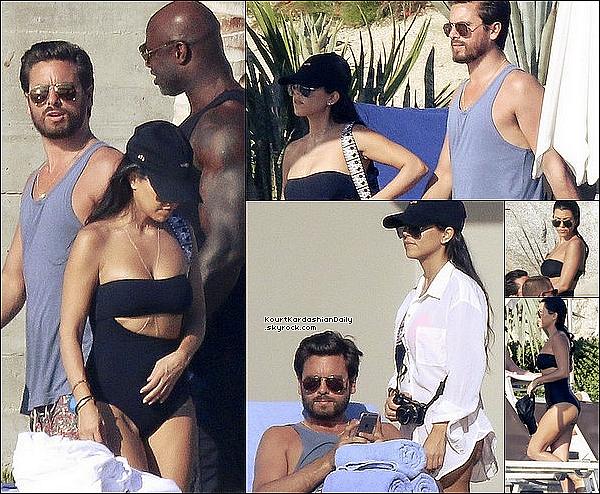 .  14/11/2o16 : Kourtney & Scott ont été vus à la « Piscine de leur Hôtel » - à Los Cabos. ● Kourtney porte une Casquette Savage à 30¤.  .