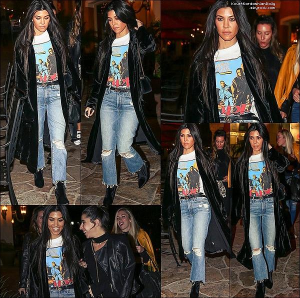 . o8/12/2o16 : Kourtney & une amie sont allées au « Delilah Nightclub » - à Hollywood. ● Kourtney porte un Top MyStyleMode à 45¤, un Sac Gucci à 1220¤, un Pantalon Lorenzo Serafini à 1595¤ & des Escarpins Gianvito Rossi à 795¤.  .