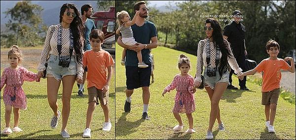 . 28/o1/2o17 : Kourtney & Scott ont emmenés leurs enfants « Faire de l'Hélicoptère » - au Costa Rica. ● Kourtney porte un Pull Camilla and Marc à 345¤.  .