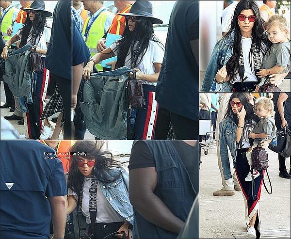 . 3o/o1/2o17 : Qq heures plus tard, Kourtney & ses enfants sont arrivés à « LAX Airport » - à Los Angeles. ● Kourtney porte une Veste JBrand à 230¤ & un Pantalon Gucci à 1840¤.  .