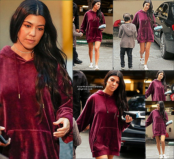 . o7/o2/2o17 : Kourtney a emmenée Mason à un « Cours d'Art » - à Calabasas. ● Kourtney porte un Sweat Adidas & des Baskets Gucci à 580¤.  .