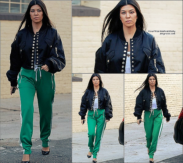 . o9/o2/2o17 : Kourtney a été vue se rendant dans « Bâtiment Professionnel » où Scott l'a rejoint - à West Hollywood. ● Kourtney porte une Veste Alexander Wang à 800¤ & un Pantalon Rag&Bone à 235¤.  .