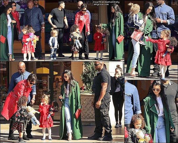 . 14/o2/2o17 : Kourtney, Penelope, Reign, Kris, Corey & North sont allés « Faire du Shopping » - à Los Angeles. ● Kourtney porte un Manteau Acne Studios à 845¤, un Sac Chanel & des Bottes Stuart Weitzman à 700¤.  .