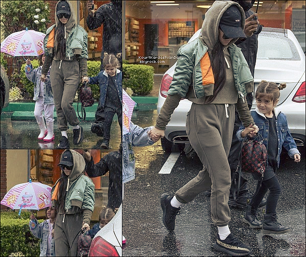 . 17/o2/2o17 : Kourtney a emmenée Penelope & North à un « Anniversaire » - à Calabasas. ● Kourtney porte une Casquette Msfts, un Sac Louis Vuittonà 1960¤ & des Baskets Adidas Yeezy.  .