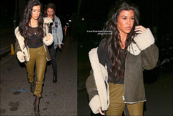 . 22/o2/2o17 : Le soir, Kourtney & Justin Bieber sont allés « A L'Eglise » - à Los Angeles. ● Kourtney porte une Veste Yeezy à 1000¤, un Pantalon Yeezy & des Bottes Yeezy à 940¤.  .