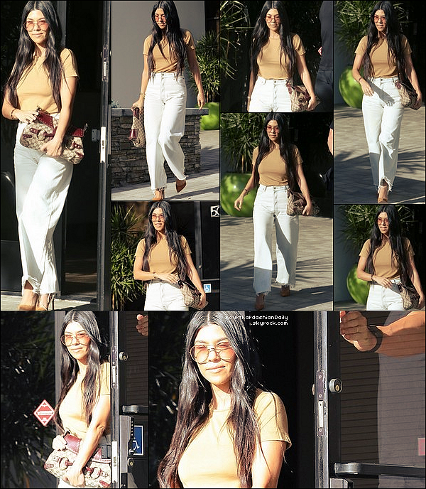 . o5/o4/2o17 : Le soir, Kourtney & Quincy Brown sont allés « Dîner au Restaurant »  - à West Hollywood. ● Kourtney porte un Jeans Good American & des Escarpins Gianvito Rossi à 630¤.  .