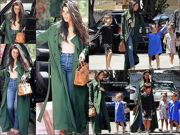 . o9/o4/2o17 : Kourtney a emmenée, Mason, Penelope & North à « L'Eglise »  - à Los Angeles. ● Kourtney porte un Manteau Acne Studios à 850¤, un Sac Hermès à 8100¤ & des Escarpins Gianvito Rossi à 630¤.  .