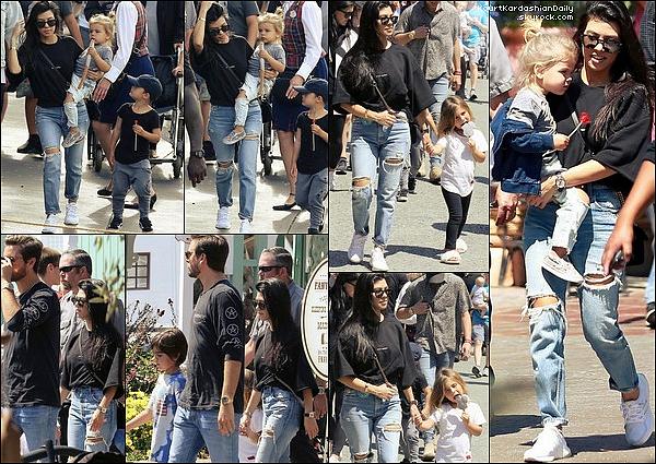 . 18/o4/2o17 : Kourtney & Scott ont emmenés Mason, Penelope, Reign & North à « Disneyland » - à Anaheim. ● Kourtney porte un Pull Yves Saint-Laurent à 350¤, un Sac Gucci à 1790¤, un Jeans Moussy Bowie & des Baskets Adidas à 90¤.  .