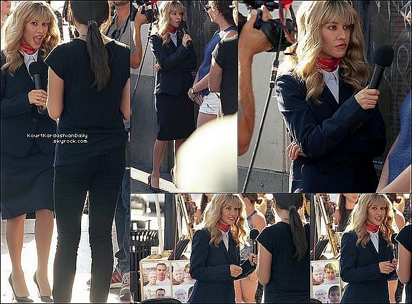 . 21/o4/2o17 : Kourt s'est déguisée en journaliste pour « Keeping Up With The Kardashians » - à Hollywood. .