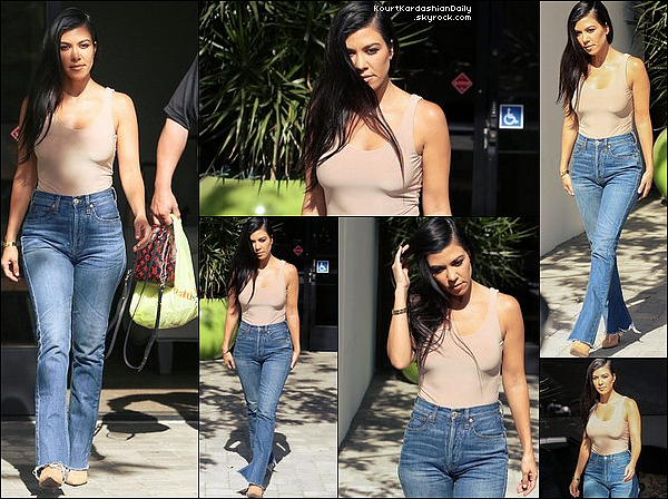 . 28/o4/2o17 : Kourtney a été vue « Quittant des Studios d'Enregistement » - à Westlake Village. ● Kourtney porte un Sac Louis Vuitton à 1960¤ & des Escarpins Gianvito Rossi à 640¤.   .