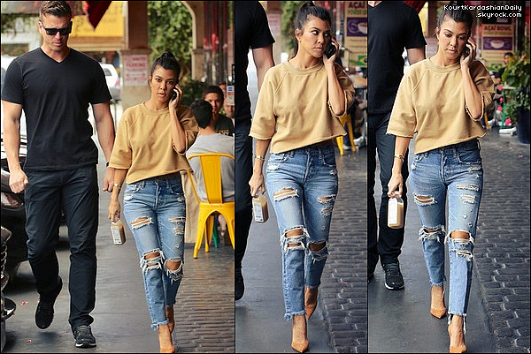 . o8/o5/2o17 : Kourtney est allée déjeuner à « Chin Chin Restaurant » - à Studio City. ● Kourtney porte un Pull Visitor on Earth & des Escarpins Gianvito Rossi à 610¤.   .
