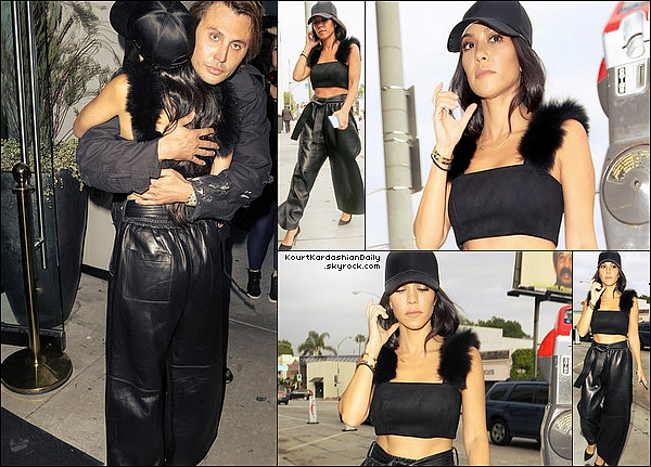 . 1o/o5/2o17 : Kourtney & Jonathan Cheban sont allés dîner à « Catch La Restaurant » - à West Hollywood. ● Kourtney porte un Top Vatanika, un Pantalon Tome à 3225¤ & des Escarpins Gianvito Rossi à 620¤.   .