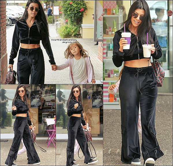 . 31/o5/2o17 : Le soir, Kourtney a été vue « Quittant une Eglise » - à Beverly Hills. ● Kourtney porte un Jeans Re/Done & des Escarpins Gianvito Rossi à 710¤.  .
