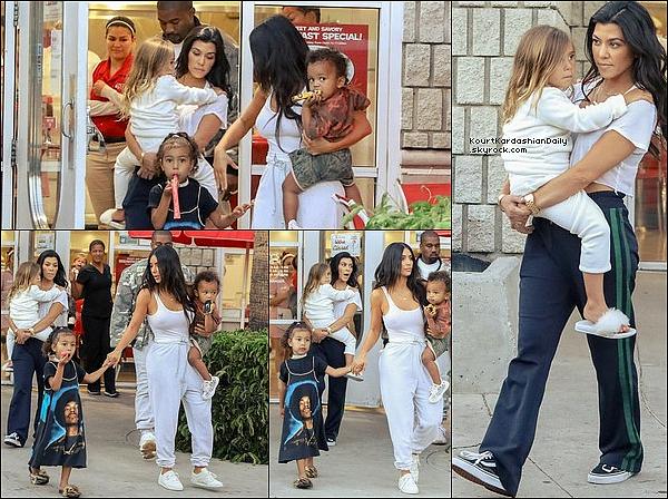 . 15/o6/2o17 : Kourtney, Mason, Penelope, Kim, Kanye, North & Saint sont allés déjeuner au « Ruby's Restaurant » pour le 4e anniversaire de North - à Los Angeles. .