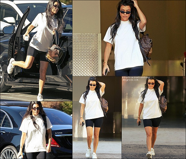 . 27/o6/2o17 : Kourtney a emmenée Mason à un « Cours d'Art » - à Calabasas. ● Kourtney porte un Sac Louis Vuitton à 1705¤.  .
