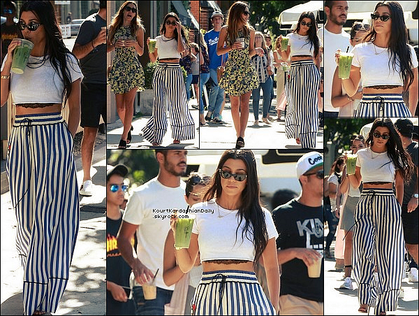 . 27/o7/2o17 : Kourtney & une amie sont allées « Boire un Smoothie » - à West Hollywood. ● Kourtney porte des Lunettes Ray-Ban, un Bustier Josie Natori à 120¤, un Top Re/Donei à 65¤, un Pantalon Off-White & des Escarpins Gucci à 590¤.  .