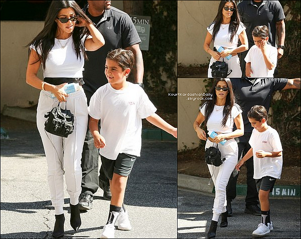 . o1/o8/2o17 : Kourtney a emmenée Mason à un « Cours d'Art »  - à Calabasas. ● Kourtney porte un Top Adidas.  .