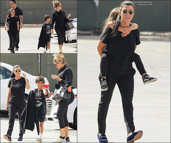 . 22/o9/2o17 : Kourtney, Mason, Penelope, Kim, North & Khloé sont allées à « Glowzone » - à Woodland Hills. ● Kourtney porte des Chaussures Gucci à 560¤.  .