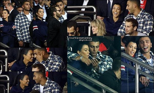 . 27/o9/2o17 : Le soir, Kourtney & Younès sont allés voir un « Match de Foot » qui opposait le PSG au Bayern de Munich - à Paris.  ● Kourtney porte un Pull  J.W.Anderson à 500¤, un Sac Hermès & des Bottes Balenciaga.  .