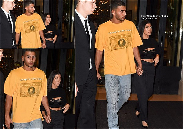 . 3o/o9/2o17 : Le soir, Kourtney & Younès ont été vus « Quittant leur Hôtel » - à Paris.  ● Kourtney porte un Pull Givenchy.  .