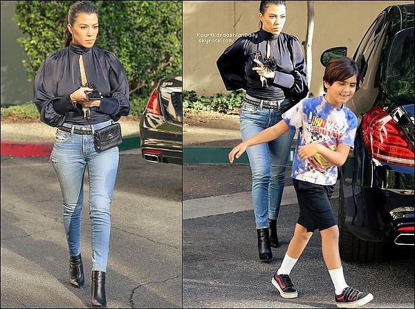 . 1o/1o/2o17 : Puis, Kourtney est allée aux « Studios d'Enregistrement » - à Los Angeles.  ● Kourtney porte un Top Orseund Iris à 455¤, un Sac Chanel, un Jeans Moussy à 280¤ & des Bottes Balenciaga.  .