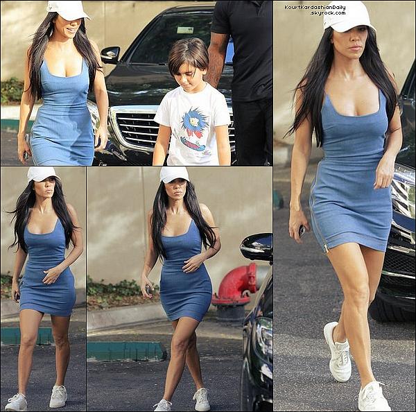 . 17/1o/2o17 : Kourtney a emmené Mason à un « Cours d'Art » - à Calabasas.  ● Kourtney porte une Robe Vatanika & des Baskets Adidas à 590¤.  .