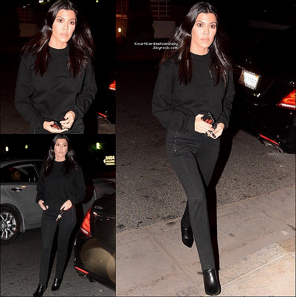 . 29/11/2o17 : Le soir, Kourtney est allée à « l'Eglise » avec Justin Bieber & Selena Gomez - à Los Angeles.  ● Kourtney porte un Pull Cotton Citizen à 165¤ & des Bottes Balenciaga.  .