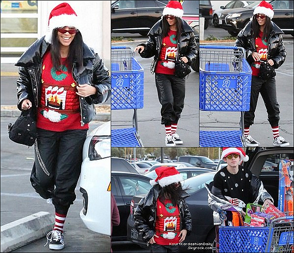 . 21/12/2o17 : Kourtney & Harry Hudson sont allés à « Toys'R Us » - à Los Angeles.  ● Kourt porte des Baskets Vans.  .