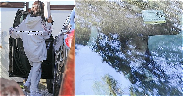 . 22/12/2o17 : Kourtney a été vue quittant discrètement un « Restaurant » après une réunion avec Scott - à Los Angeles.  ● Kourt porte des Baskets Nike à 80¤.  .