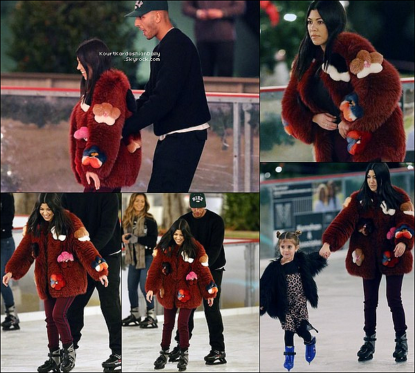 . 23/12/2o17 : Le soir, Kourtney , Younes, Penelope, Larsa & sa fille Sophia sont allés à la « Patinoire » - à Thousand Oaks.  ● Kourtney porte un Manteau Fendi.  .