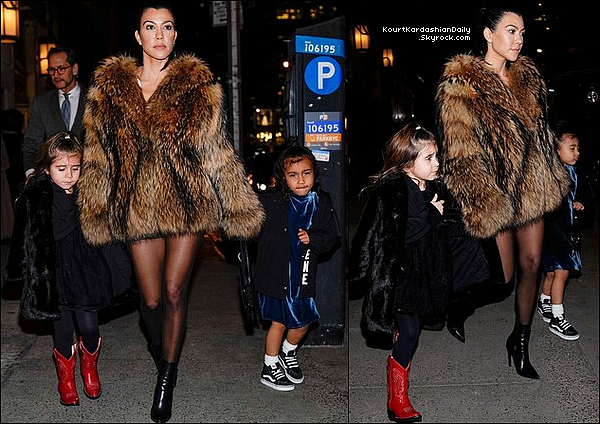 . o4/o2/2o18 : Enfin, Kourtney, Penelope & North ont été vues à « JFK Airport » - à New-York.  ● Kourt porte un Manteau Designers, un Top White Fox à 55¤, un Pantalon White Fox à 60¤ & des Bottes Yeezy.   .