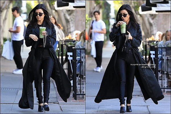 22/o2/2o18 : Le soir, Kourtney & Kanye West sont « Allés au Cinéma » voir Black Panther - à Calabasas.  ● Kourtney porte un Manteau Milly Resort, un Sac Prada, un Pantalon Yeezy & des Escarpins Celine.
