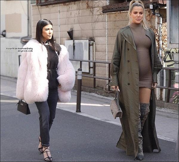 28/o2/2o18 : Kourtney, Kim & Khloé ont passé la soirée dans les « Rues de Tokyo »  - à Tokyo.  ● Kourtney porte une Veste Cinq A Sept, une Jupe Fiorucci Margot à 190¤ & un Sac Fendi.