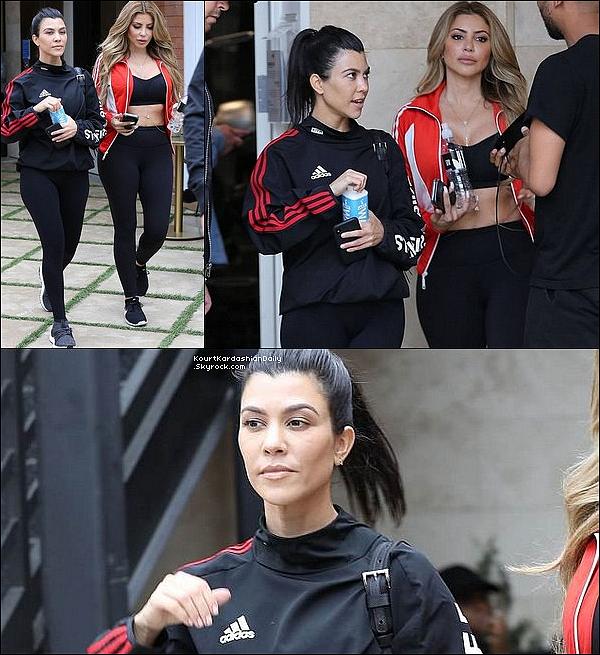 3o/o4/2o18 : Kourtney & Larsa Pippen sont allées « Boire un Café » - à Calabasas.  ● Kourtney porte une Veste Adidas & des Baskets Adidas.