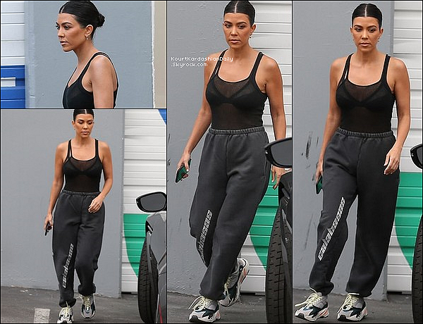 o2/o5/2o18 : Kourtney a été vue allant au « Studio d'Enregistrement » - à Los Angeles.  ● Kourtney porte un Pantalon Yeezy à 220¤ & des Baskets Adidas Yeezy à 715¤.