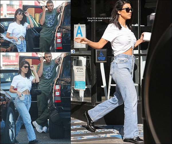 o8/o5/2o18 : Kourtney & Younès sont allés « Manger un Frozen Yogurt » - à Beverly Hills.  ● Kourtney porte un T-Shirt Chiclookcloset à 15¤.