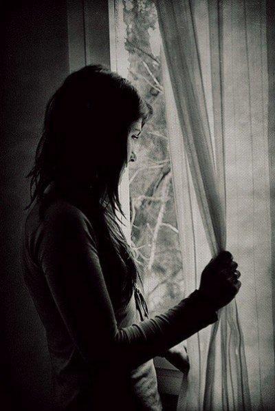 «L'amour naît dans un regard, grandi dans un baiser, meurt dans une larme.»