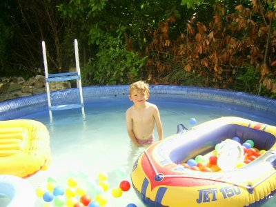 mon fils a la piscine