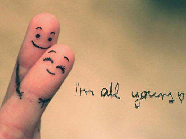 Main dans la main .