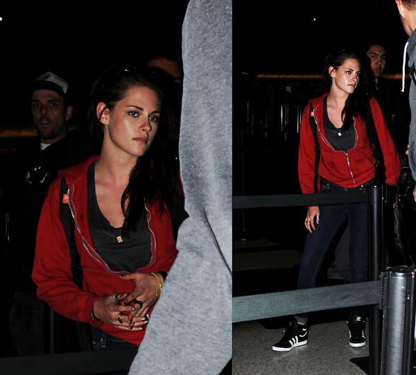 . 17/06/2012 - Kristen arrivant à l'aéroport de Sydney. J'aime beaucoup la tenue de Kristen, simple mais jolie.  Ses chaussures ♥. .