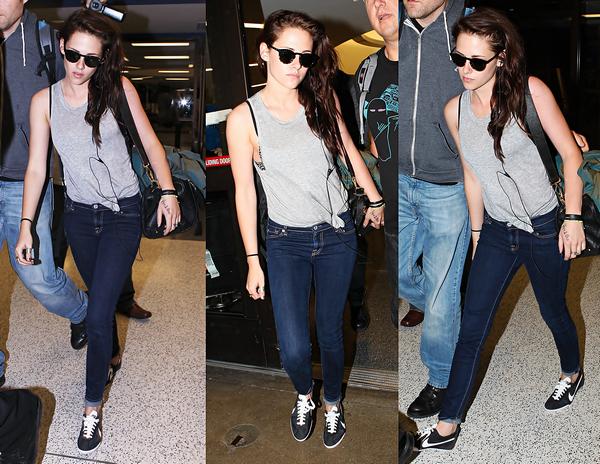 . 21/06/2012 - Kristen arrivant à l'aéroport LAX à Los Angeles. Toujours la même tenue. Qu'est ce que j'aime ces cheveux ! .