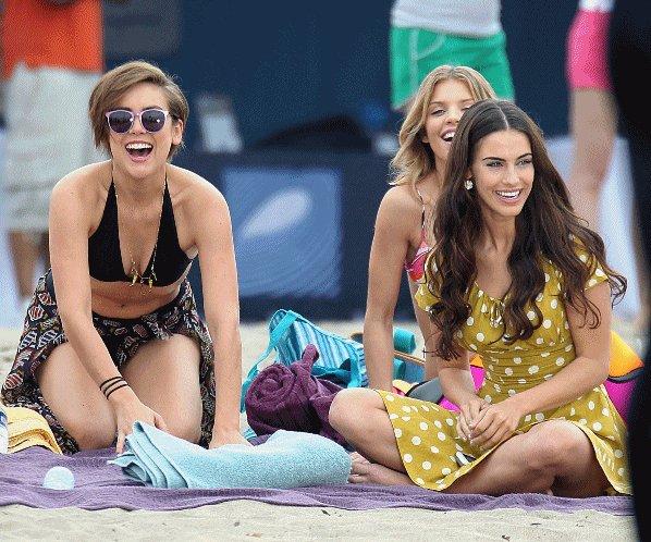 """. 12.10.10  _Jessica à la soirée """"Cirque du TACORI"""" au Viceroy Hotel    J'adore la robe!   .          . 13.10.10  _Jess. à l'évènement """"GUESS And Marie Claire Event To Benefit Sojarn""""    Ce haut est tellement moche, qu'il y a même pas de mot pour le décrire!!    .         . 14.10.10  _Jessica, AnnaLynne, Jessica S. et Shenae sur le set de 90210.       .         . 15.10.10  _Idem, toute les filles sur le set de 90210.       .    [i ]"""